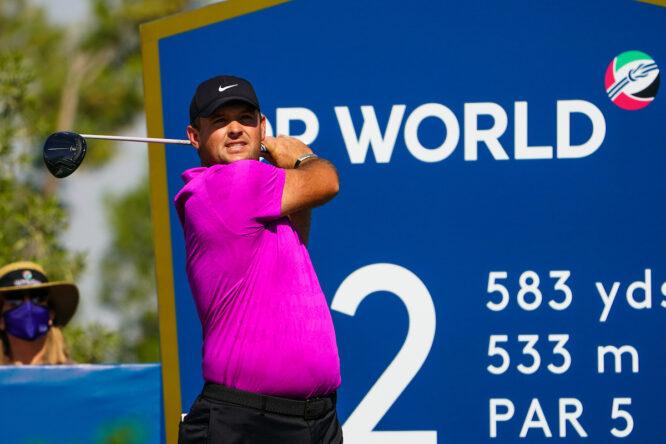 Patrick Reed durante la segunda jornada en Jumeirah Golf Estates. © Golffile | Fran Caffrey