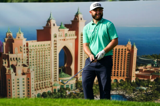 Andy Sullivan durante la segunda jornada del Golf In Dubai Championship. © Golffile | Fran Caffrey