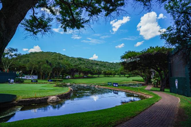 Vista del hoyo 18 del Gary Player Golf Club. © Golffile | Thos Caffrey