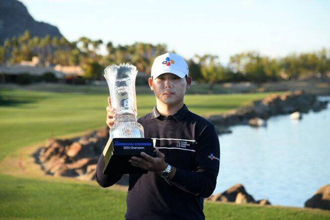 Si Woo Kim, con el trofeo © PGA Tour   Getty Images