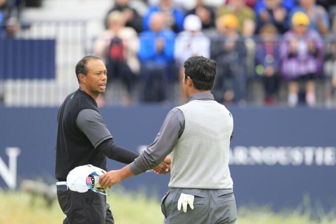 Tiger y Matsuyama, saludándose en un Open © Golffile | Eoin Clarke