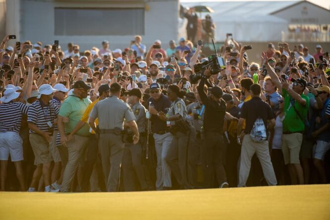 Mickelson, entre la multitud en Kiawah Island © PGA Championship